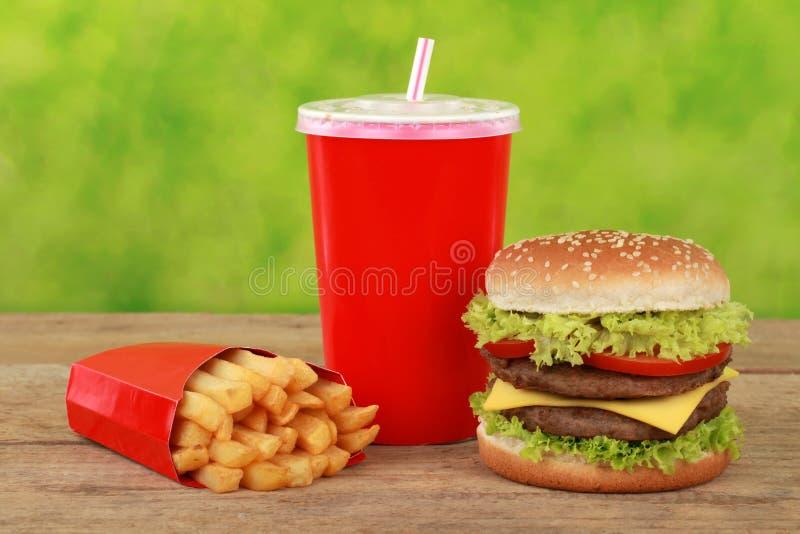 De maaltijd van cheeseburgercombo met frieten en kola stock fotografie