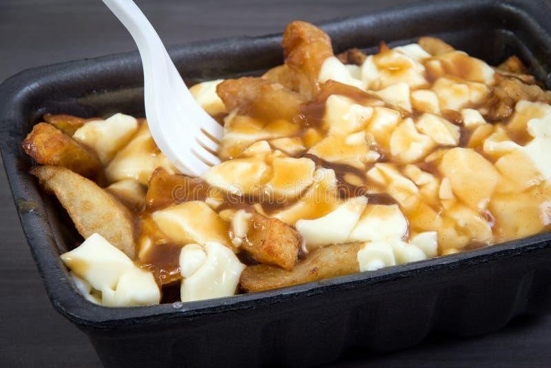 De maaltijd van Poutinequebec met frieten, jus en kaaskwark stock afbeelding
