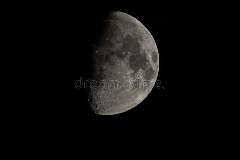 De maan… in een bewolkte nacht royalty-vrije stock afbeelding
