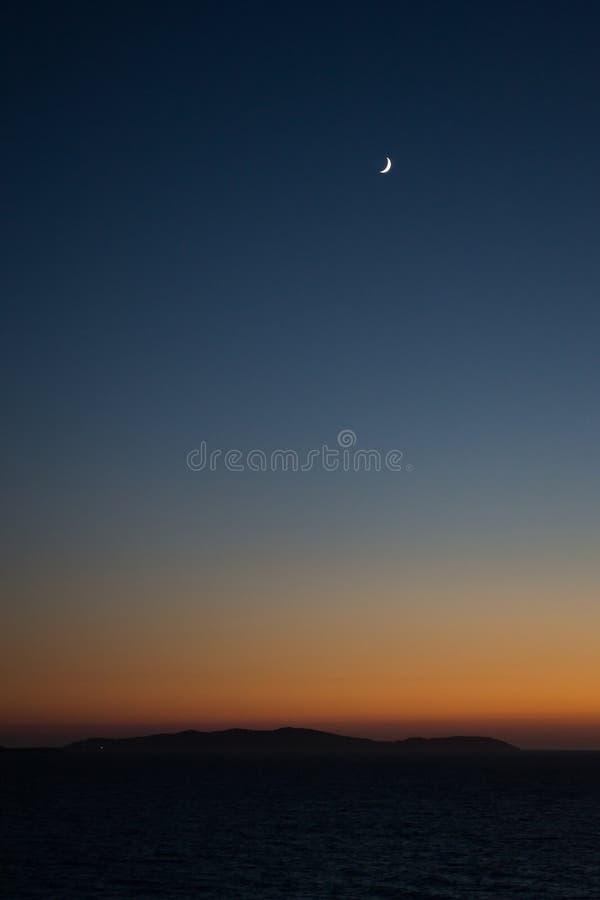 De Maan bij Zonsondergang stock afbeelding