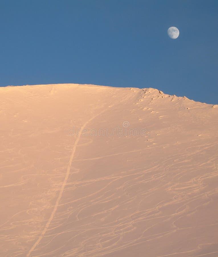 De maan en de bergen royalty-vrije stock fotografie