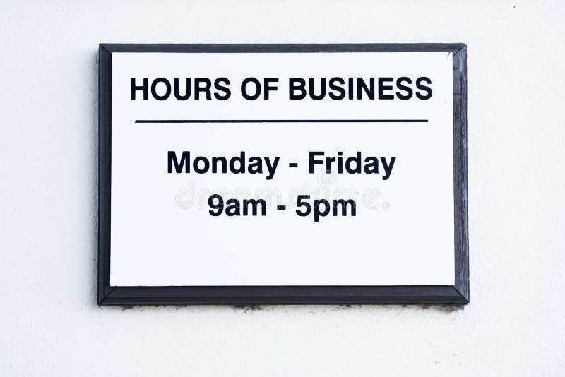 De Maandag van het uren van zaken teken aan Vrijdag stock foto