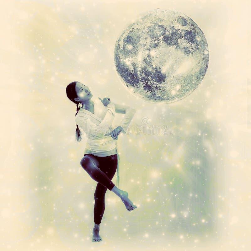 De Maandanser van de yogavrouw stock fotografie