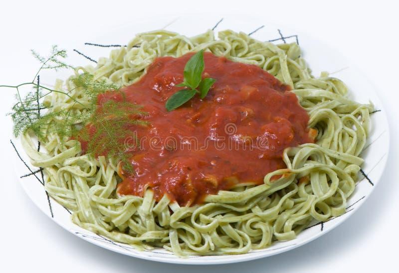 De macaroni van Italijansky met spinazie stock fotografie