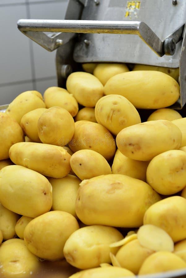 De machine van de aardappelschil stock afbeelding