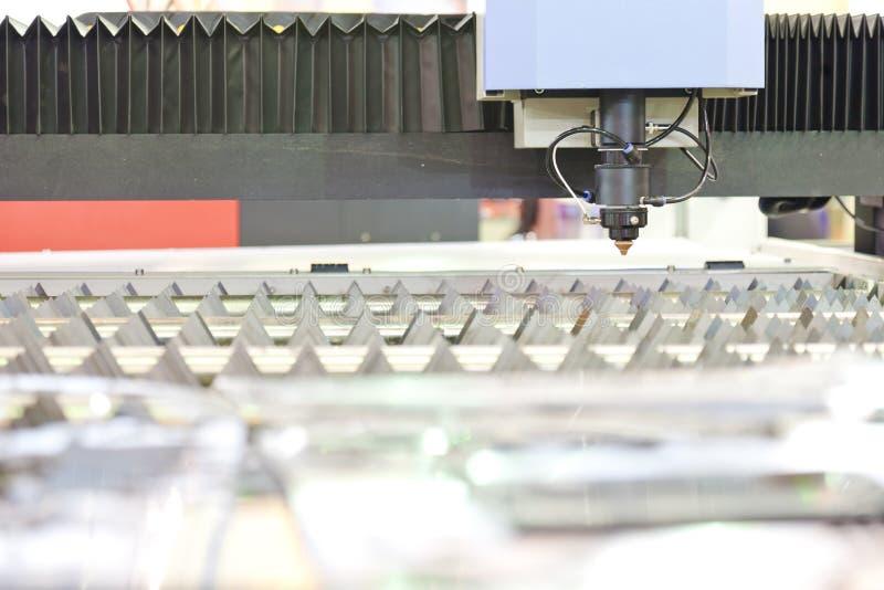 De machine van de gravure verwijdert op het metaal royalty-vrije stock foto's