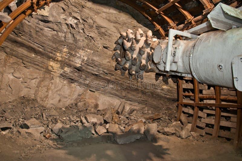 De machine van de mijnbouw in mijn royalty-vrije stock afbeeldingen