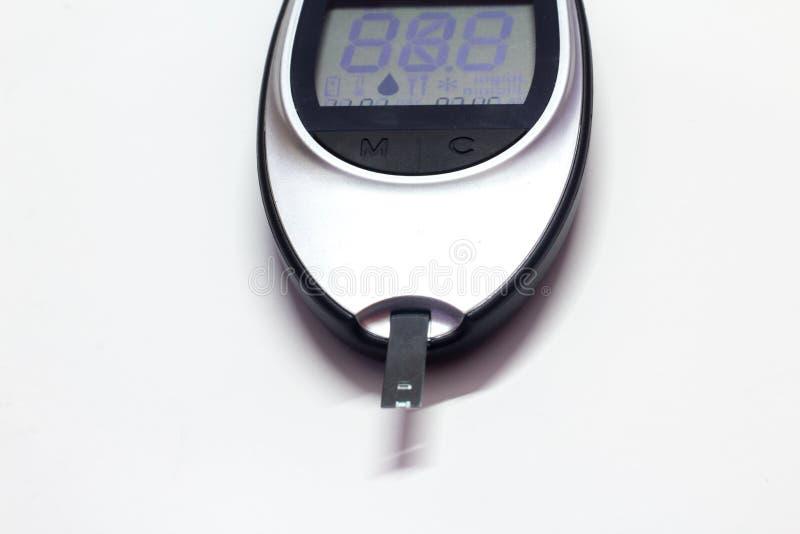De machine van de diabetescontrole met het digitale scherm, apparaat om bloedsuiker, medisch apparaat voor de niveaustest van de  royalty-vrije stock afbeelding