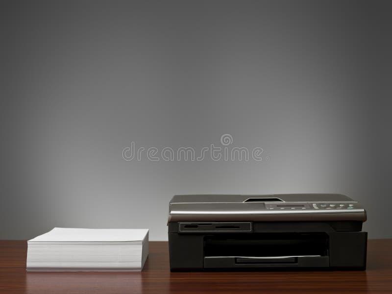 De Machine van het exemplaar en een stapel documenten stock afbeelding