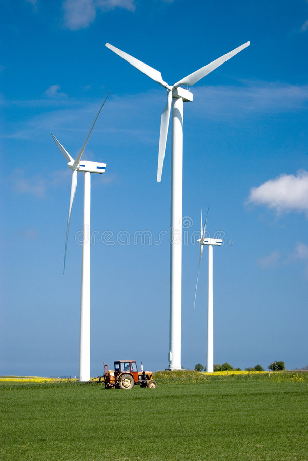 De macht en de tractor van de wind. stock afbeeldingen
