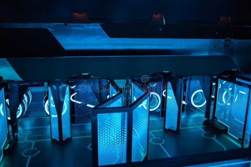 De Macht van Tron Lightcycle stelt achtbaan in Shanghai Disneyland in Shanghai, China in werking stock afbeeldingen