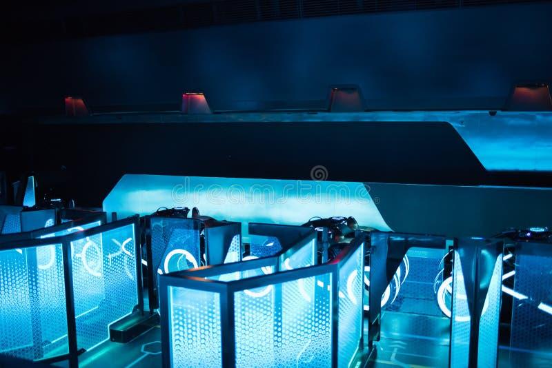 De Macht van Tron Lightcycle stelt achtbaan in Shanghai Disneyland in Shanghai, China in werking stock afbeelding