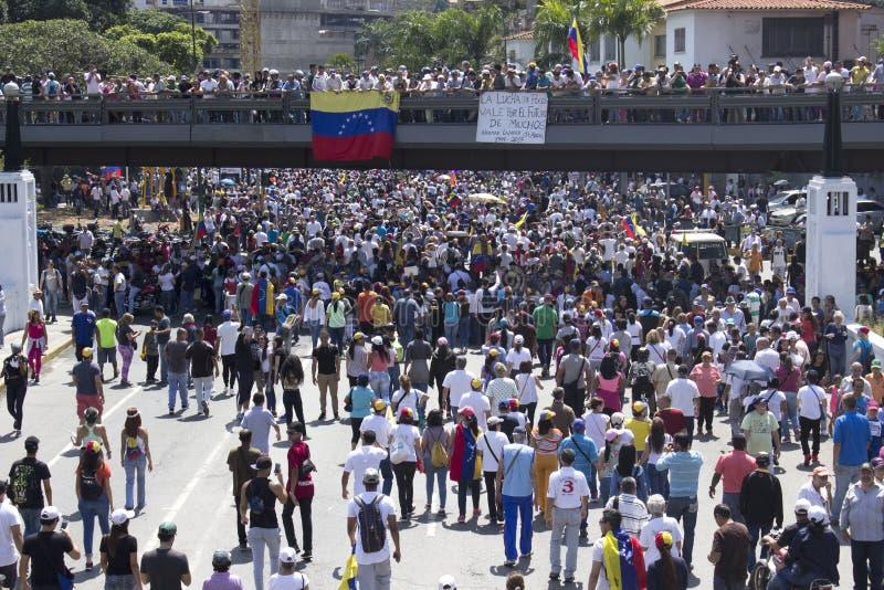 De machtsbesnoeiingen van Venezuela: De protesten breken in Venezuela over elektriciteitspanne uit stock fotografie