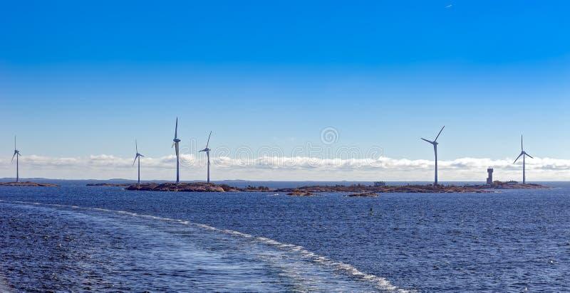 De machtsgenerators van de windenergie in Aland-Eilandenarchipel, Finla royalty-vrije stock afbeeldingen
