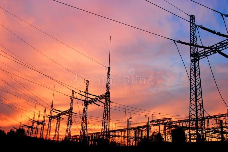 De machtslijn van de pyloon en van de transmissie royalty-vrije stock foto