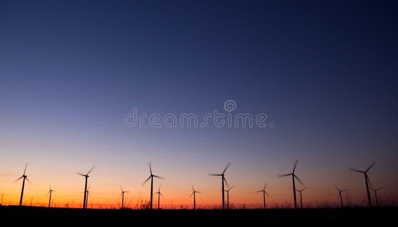 De machtsturbines van de wind royalty-vrije stock afbeeldingen