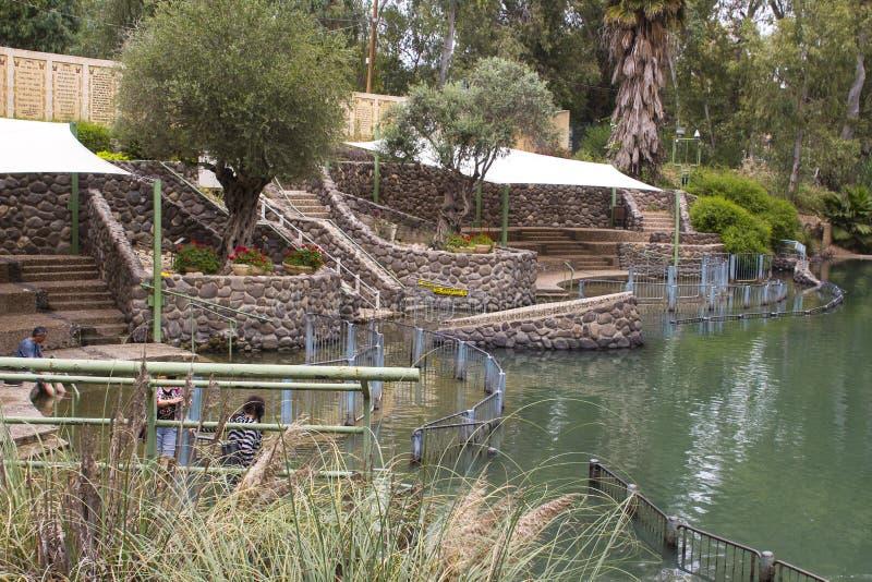 12 de maio de 2018 centro batismal famoso de Yardenit do ezplore dos visitantes no rio Jordânia na terra de Israel fotos de stock royalty free