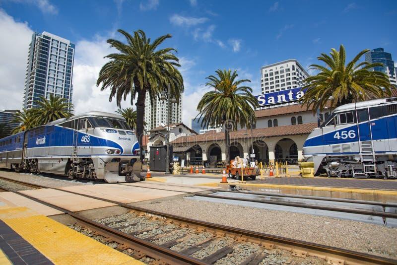6 de maio de 2016: Amtrak #463 e Amtrak #456 imagens de stock