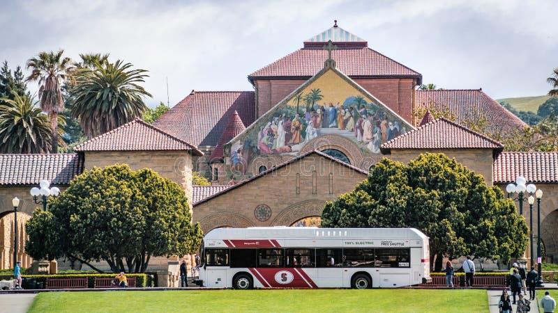 9 de maio de 2019 Palo Alto/CA/EUA - canela livre que toma povos ao quadrilátero principal em Stanford University fotografia de stock