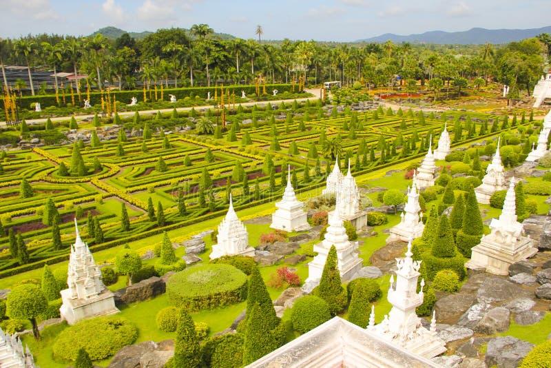6 de maio de 2011, parque tropical Nong Nooch da visita de Tailândia Pattaya, turismo bonito exterior colorido da história do jar imagem de stock