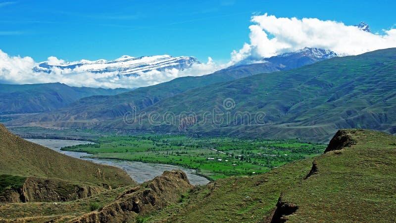 De majestätiska bergen av Kaukasuset arkivfoton