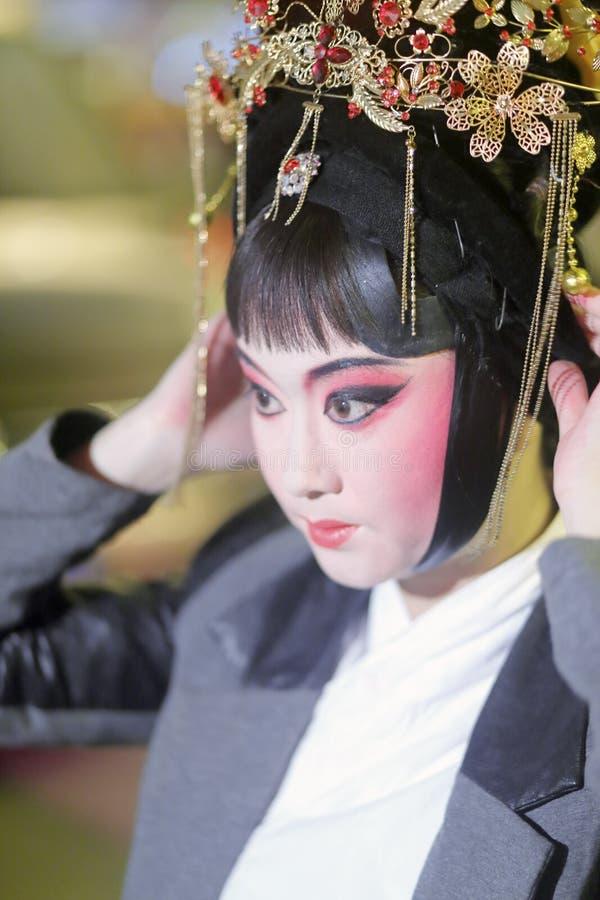 De make-up van de de operaactrice van Peking en draagt het hoofddeksel royalty-vrije stock afbeelding