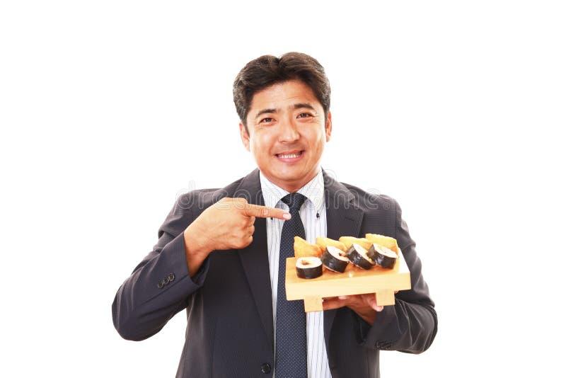 De man die sushi eet royalty-vrije stock afbeelding