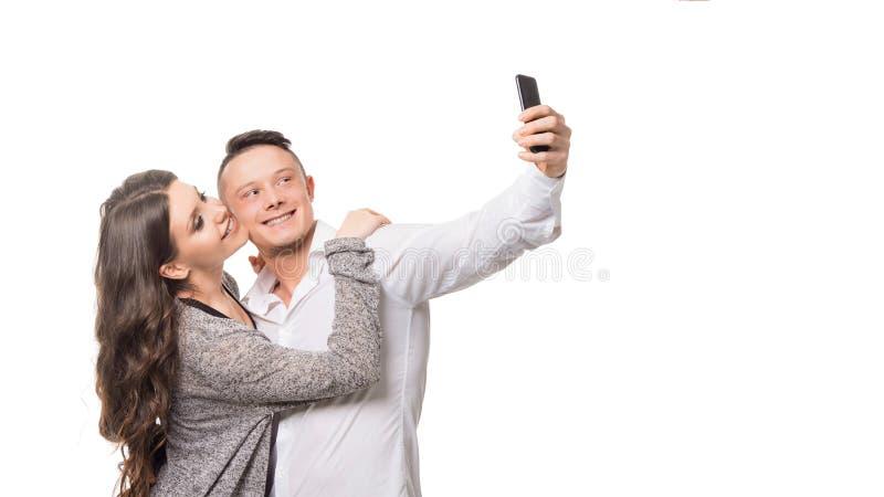 De man en de vrouw maken een selfie over witte achtergrond Liefde en Verhoudingenconcept royalty-vrije stock foto's