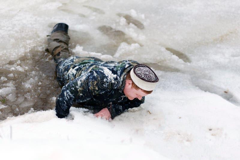 De man viel door het ijs royalty-vrije stock fotografie