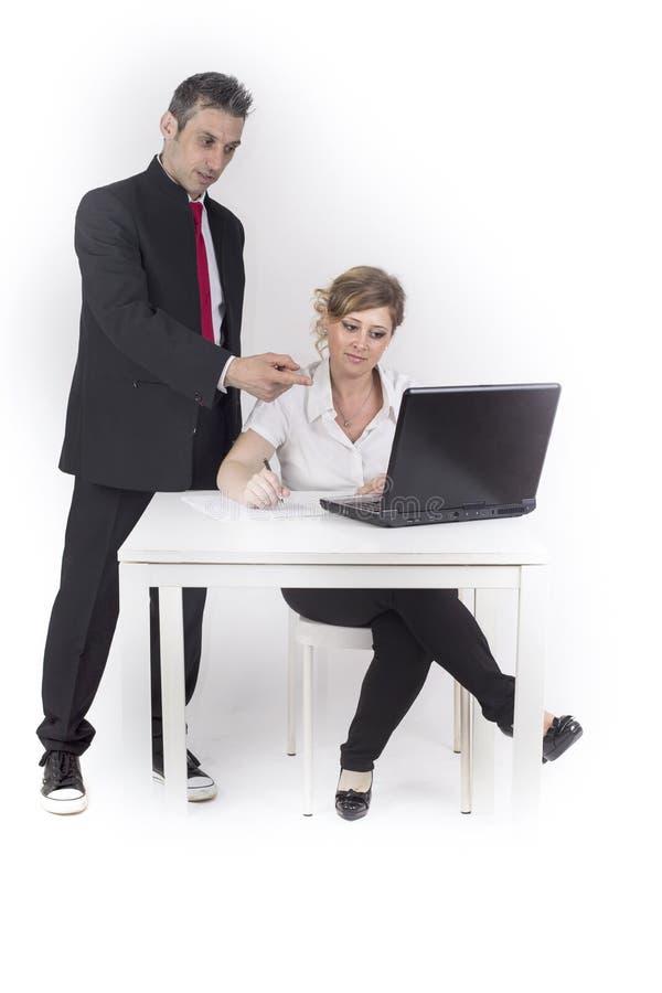 De manager controleert de secretaresse royalty-vrije stock afbeelding