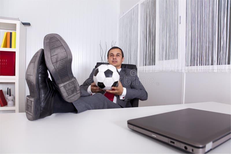 De manager van het voetbal op het kantoor royalty-vrije stock fotografie