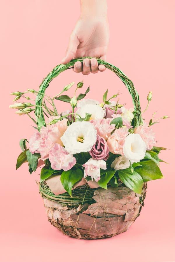 De mand van het bloemboeket stock foto