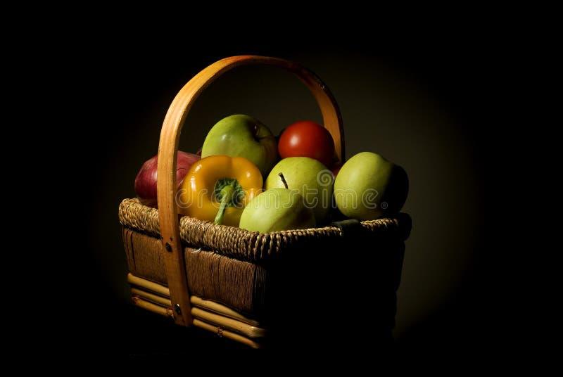 De mand van het fruit stock foto's