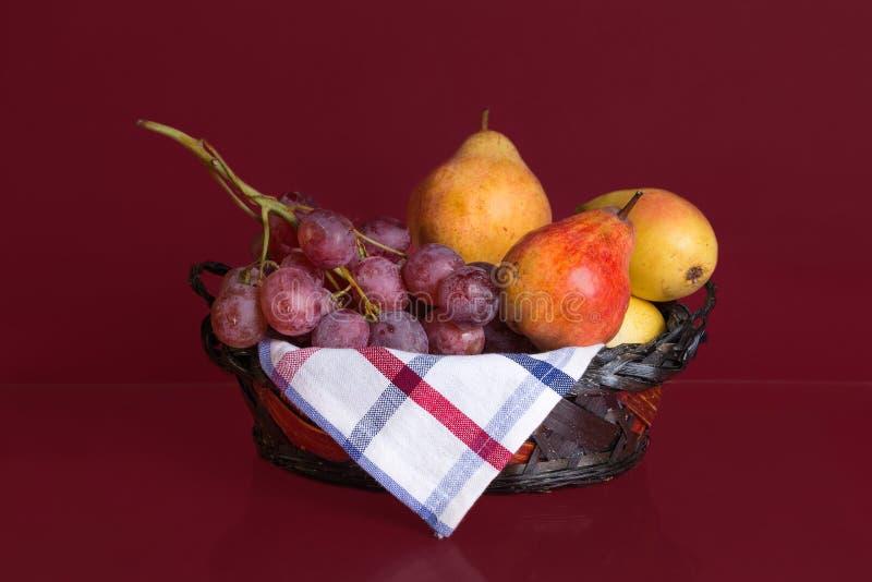 De mand van het de herfstfruit royalty-vrije stock afbeeldingen