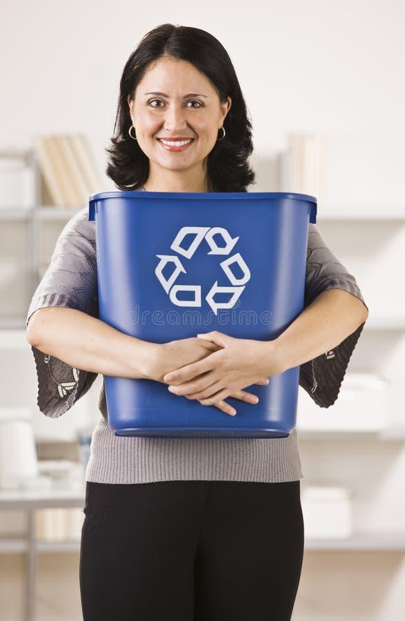 De Mand van het Recycling van de Holding van de vrouw royalty-vrije stock afbeelding