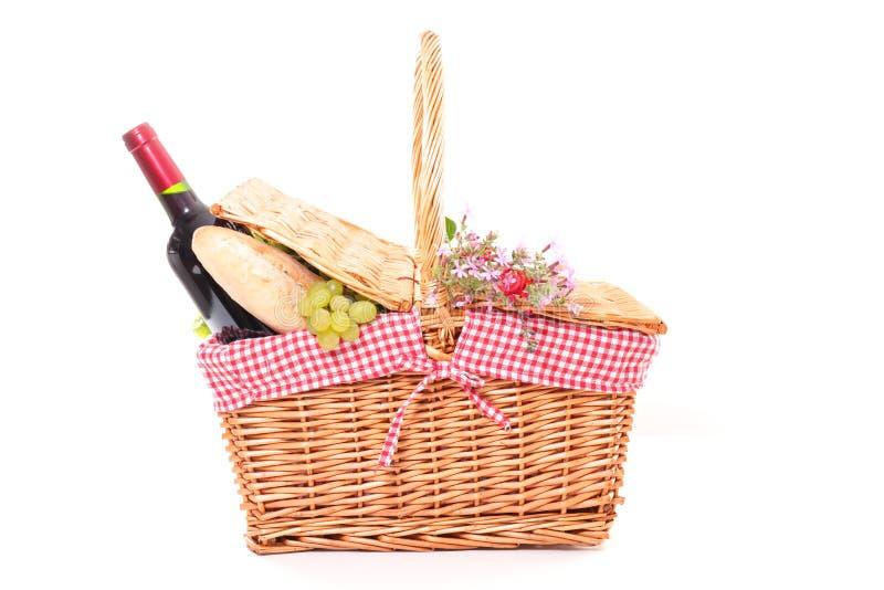 De mand van de picknick die op wit wordt ge?soleerdi royalty-vrije stock foto's