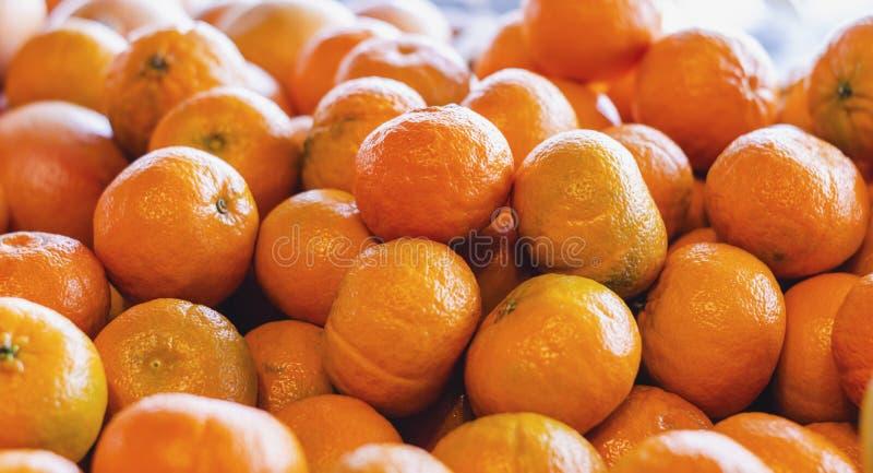 De mandarijn is het fruit van verschillende geroepen mandarin van citrusvruchtenspecies algemeen Het is de citrusvruchten het mee stock afbeeldingen