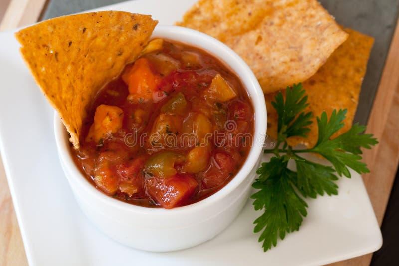 De Mango Salsa van de perzik en chipotle Spaanders royalty-vrije stock fotografie
