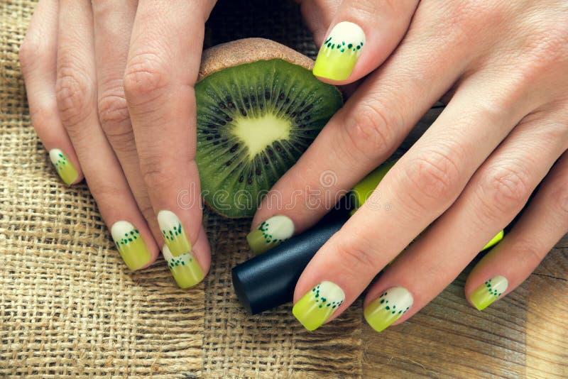 De manicure van de kiwikunst stock foto's