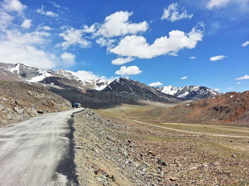 De manier aan Ladakh royalty-vrije stock afbeeldingen