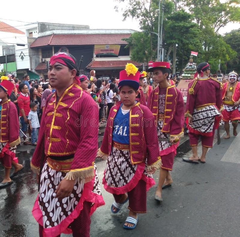 de maniermilitair keraton kasunanan Surakarta bij Carnaval-gebeurtenis herdenkt solo de onafhankelijkheid van Indonesië in de str royalty-vrije stock afbeeldingen