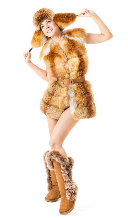 De maniervrouw van het bont in laag, hoed en laarzen stock foto