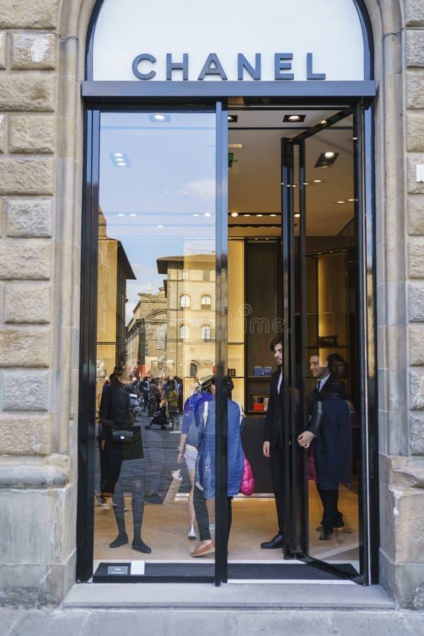 De manierwinkel van Coco Chanel in Italië stock foto's