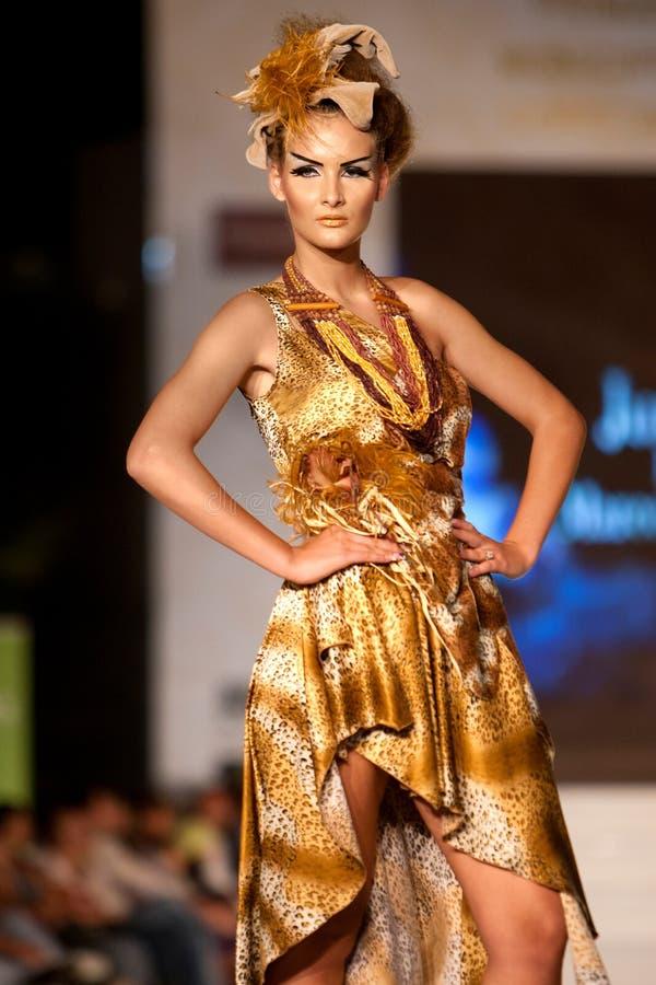 De mannequin draagt kleren die door Marcela Cuzic worden gemaakt royalty-vrije stock afbeelding