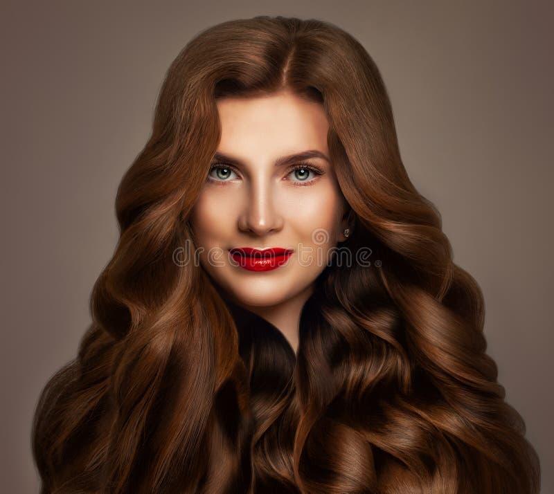 De Mannequin van de roodharigevrouw met Lang Rood Golvend Haar royalty-vrije stock afbeelding