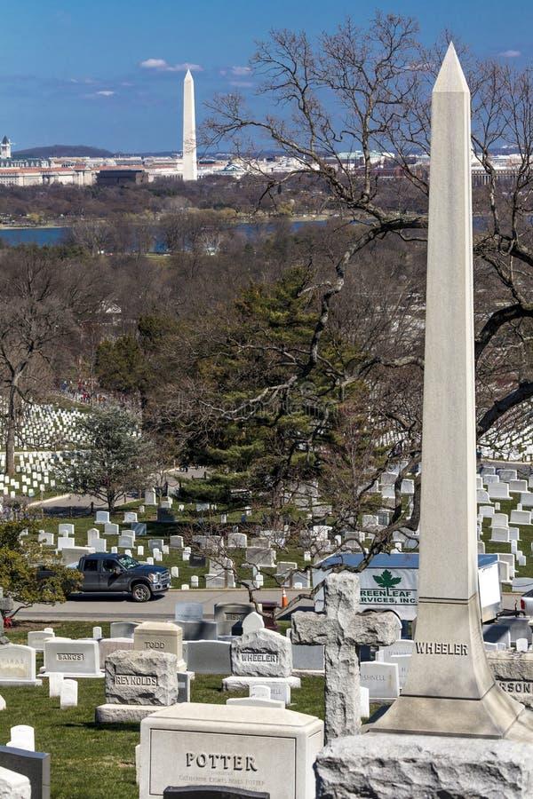 26 de março de 2018 - as lápides do cemitério de ARLINGTON dos soldados caídos no cemitério de Arlington mostram Arlington, histó imagens de stock