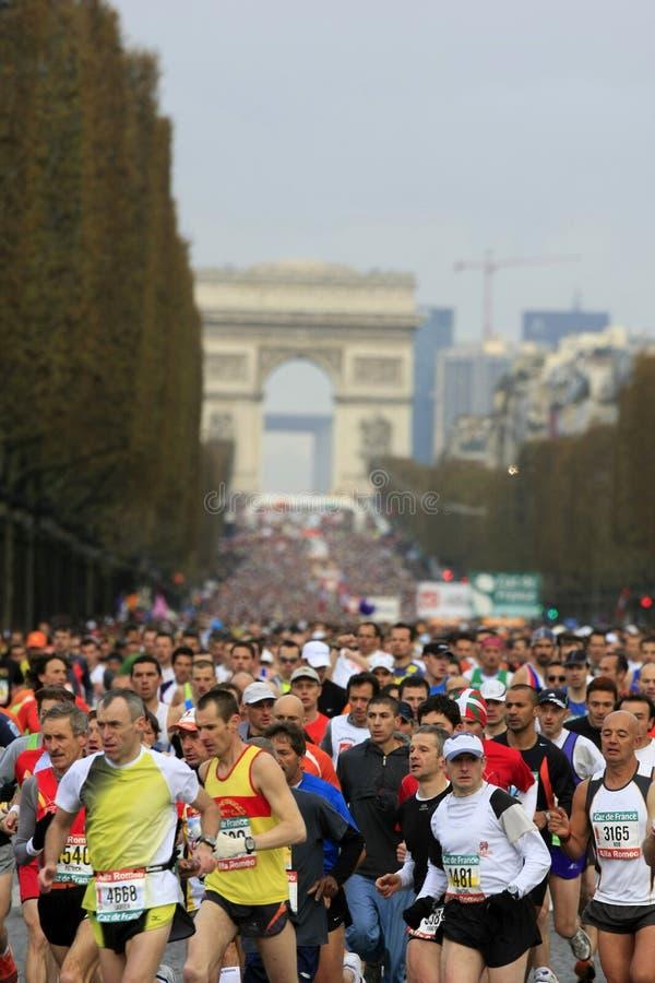 de maraton paris start royaltyfria foton