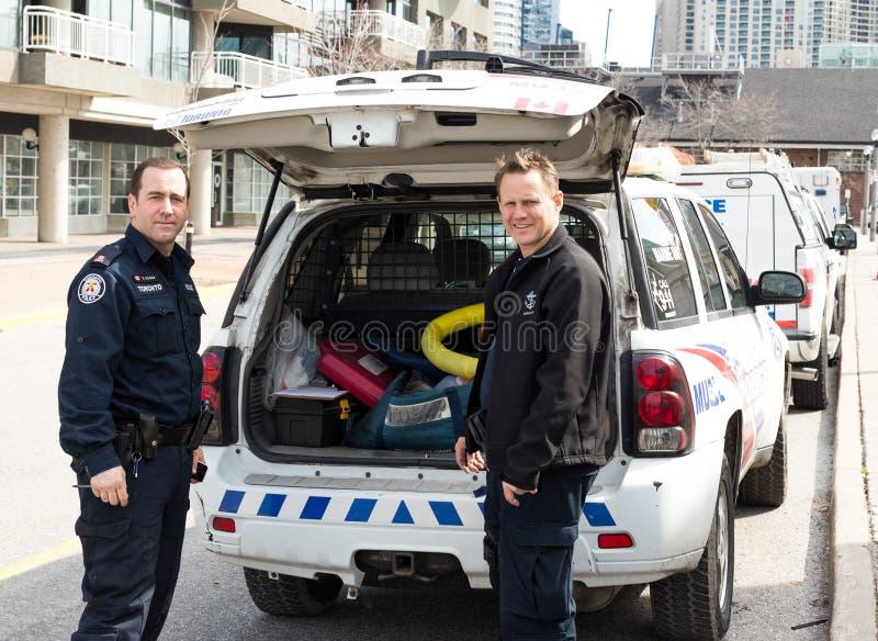 De mariene politie die van Toronto voor het werk voorbereidingen treffen stock afbeeldingen