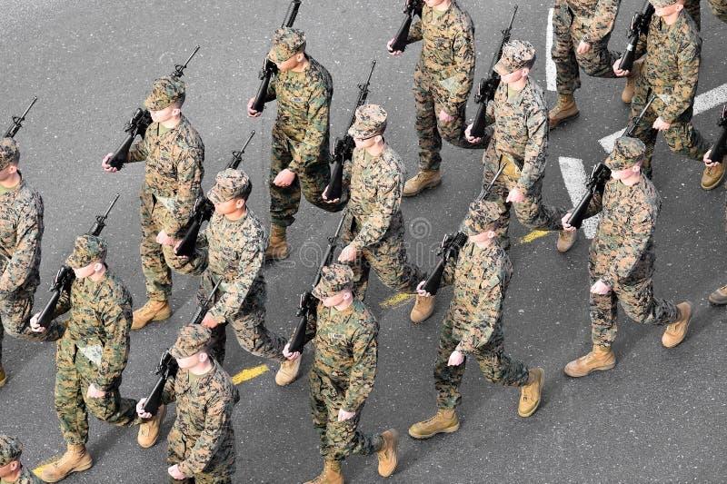 De marine van de V.S. het marcheren stock afbeeldingen