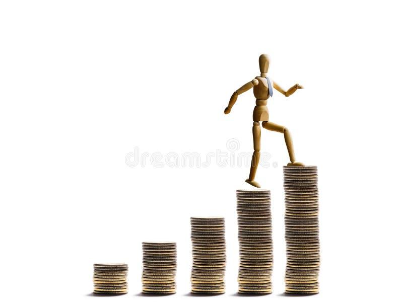 De marionet beklimt op berg van muntstukken royalty-vrije stock foto's